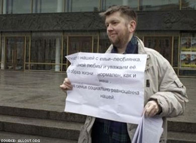 "Arrests Begin: Straight Allies Protest Russian ""Gay Propaganda"" Law"