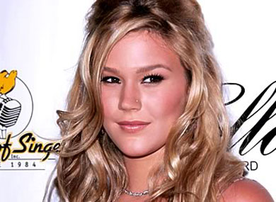Joss Stone On Ricky Martin and Kissing Girls