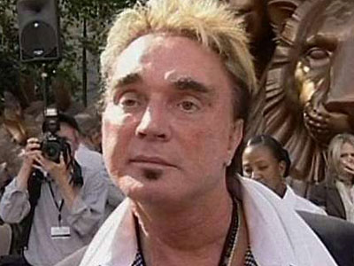 Video Shows Roy Horn, of Siegfried and Roy, Groping Male Employees