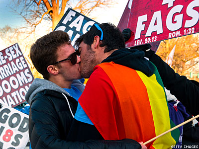 Op-ed: Navigating the Gay PDA