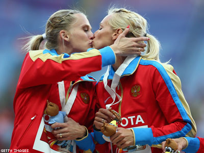 Russian Athletes Deny Kiss Was Protest of Antigay Laws