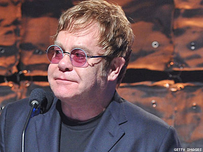 Elton John Decides to Perform in Russia: 'I've Got to Go'