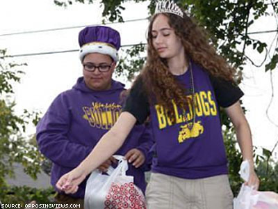 Illinois High School Elects Gay, Lesbian Students as Homecoming King and Queen