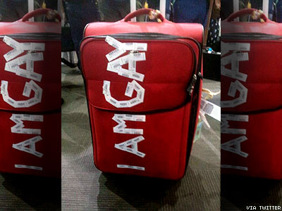 Airline Apologizes for Antigay Message on Passenger's Luggage