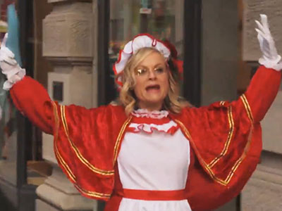 WATCH: Billy Eichner and Amy Poehler Have Aggressive Christmas Spirit