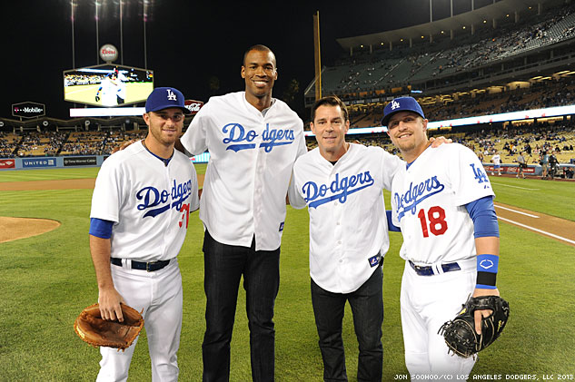 Dodgers Tommy Lasorda And Drew Butera Pose With Jason Collins And Billy Beanx633 0