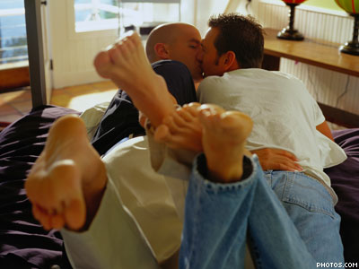 STUDY: Gay Relationships Make You Happier