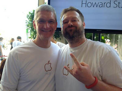 Apple CEO Tim Cook Marched with LGBT Employees at San Francisco Pride