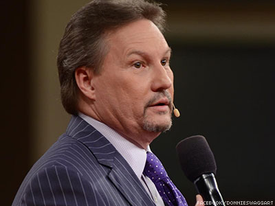 watch televangelist likens lgbt equality supporters to isis thugs