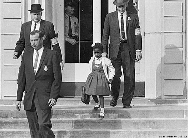 US Marshals With Young Ruby Bridges On School StepsX633 0