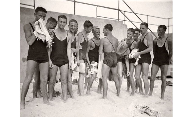 Surfers Bondi Beach 1930sx633 0