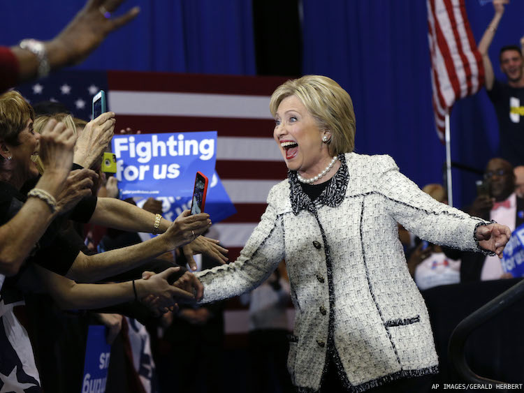 Clinton sails to victory in South Carolina