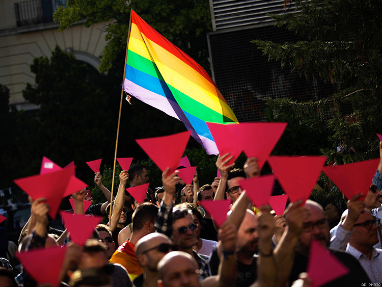 Rate of lgbt over heterosexual who use dating apps