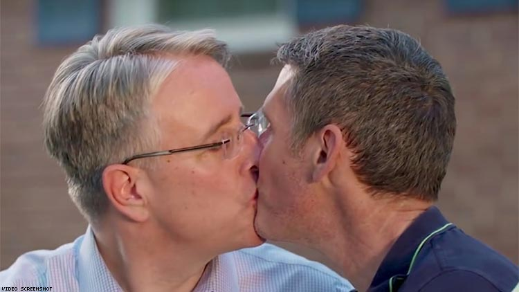 Couple gay kissing picture