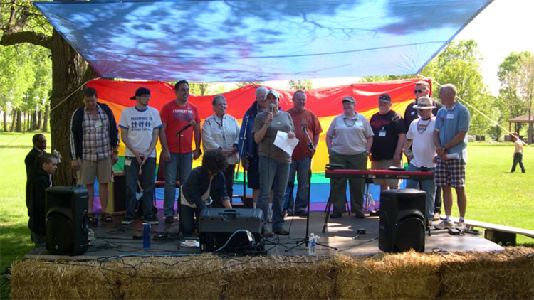 Early Pride Stage W Hay Bales