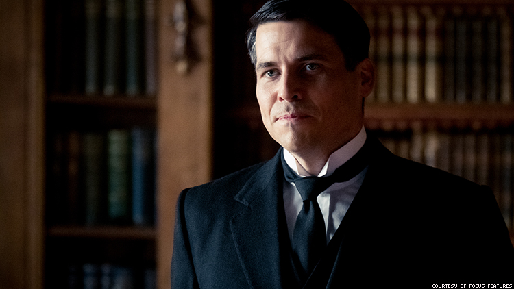 Downton Abbey's Thomas at a Gay Bar With the Dowager? It Could Happen