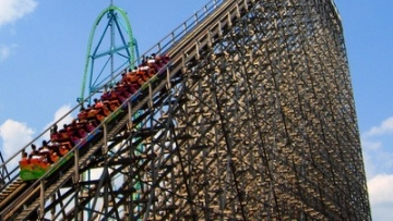 Two Arrested for Assaulting Lesbians at Six Flags Park