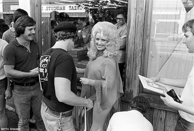 Dolly showed support for LGBTQ families way back in 1991.
