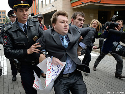 10 LGBT Russian Activists Arrested for Olympic Protest