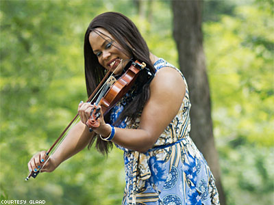 Trans Violinist Tona Brown Is Crowdfunding Her Carnegie Hall Dream
