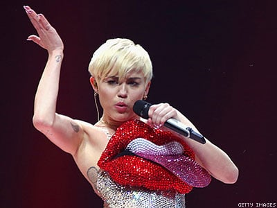 Dominican Republic Bans Miley Cyrus for Promoting Lesbian Sex