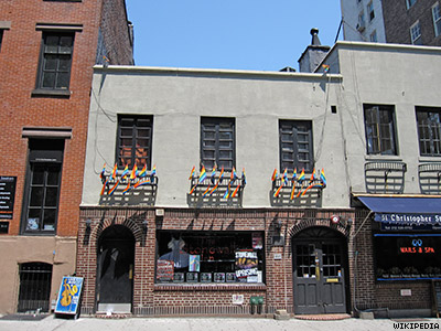 On the Edge of Glory: The Vote to Make Stonewall Inn a Landmark