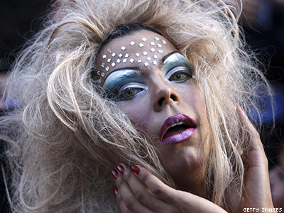 Op-ed: Why This Trans Woman Doesn't Want to Ban Drag, But Say 'Thank You'