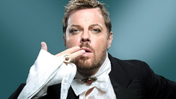 """Eddie Izzard on Atheism, Transgender, and """"The Invisible Bloke Upstairs"""""""