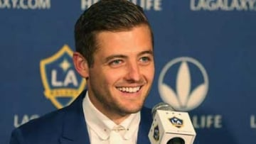 WATCH: Robbie Rogers Takes Field, Gets Standing Ovation