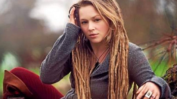 Crystal Bowersox Confirms She's Bisexual in Tweet About Her Single 'Coming Out for Christmas'