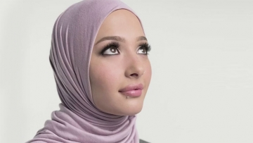 L'Oreal Add Features Woman Named Amena Khan In Hijab