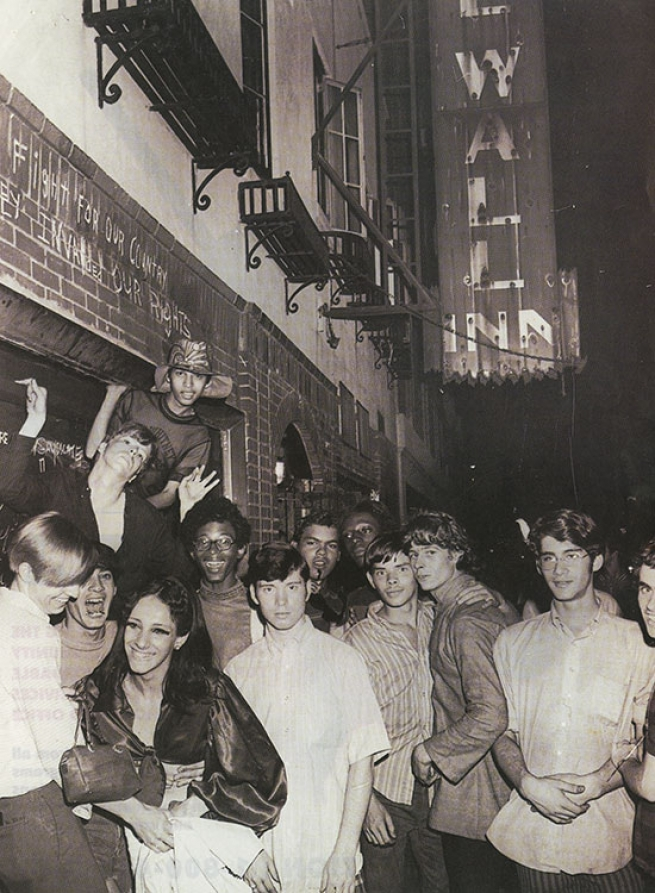 Group gathering at Stonewall Inn, New York City, 1969. Photograph by Fred W. McDarrah. Courtesy of the ONE Archives at USC Libraries. © Estate of Fred W. McDarrah/Getty Images.