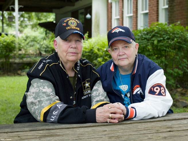 Hank, 76, and Samm, 67, North Little Rock, AR, 2015 Image courtesy of projects+gallery and Jess T. Dugan.